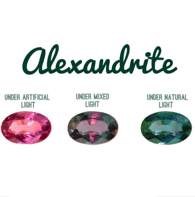 گوهر سنگ الکساندریت در طیف نورهای مختلف - alexandrite - جواهر لوکس